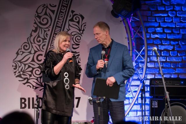 """BILDES 2017 Koncerta """"Ielūdz Bilžu mūziķi un viņu bērni"""" vadītāji Ira Krauja-Dūduma un Arnis Miltiņš."""